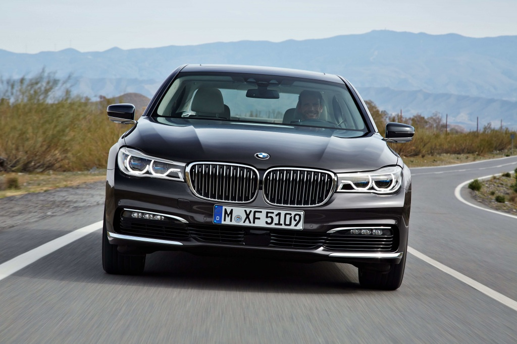 P90178437_highRes_the-new-bmw-7-series-min.jpg